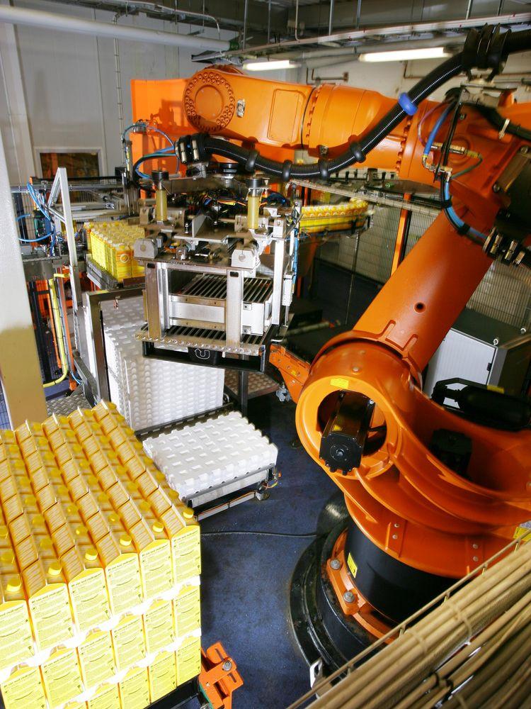 La struttura compatta dei robot Kuka permette l'installazione semplice e veloce in qualsiasi impianto. Grazie all'attrezzatura specifica, rispondono a tutte le esigenze di pallettizzazione, food e beverage.
