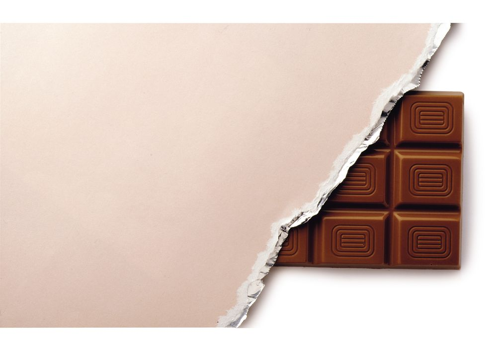 tavoletta cioccolato  scartata da confezione / fondo chiaro ALPROS008CK02.eps